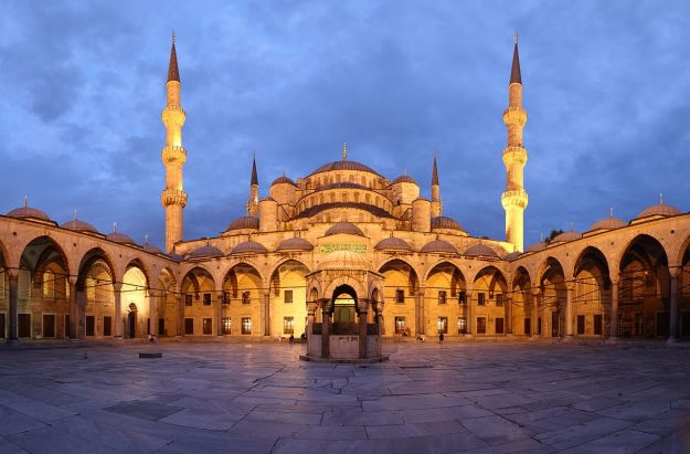 1280px-Blue_Mosque_Courtyard_Dusk_Wikimedia_Commons